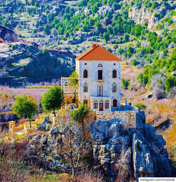 This  house is standing on memory alone.. !! ============================== (Tannurin At Tahta, Liban-Nord, Lebanon)