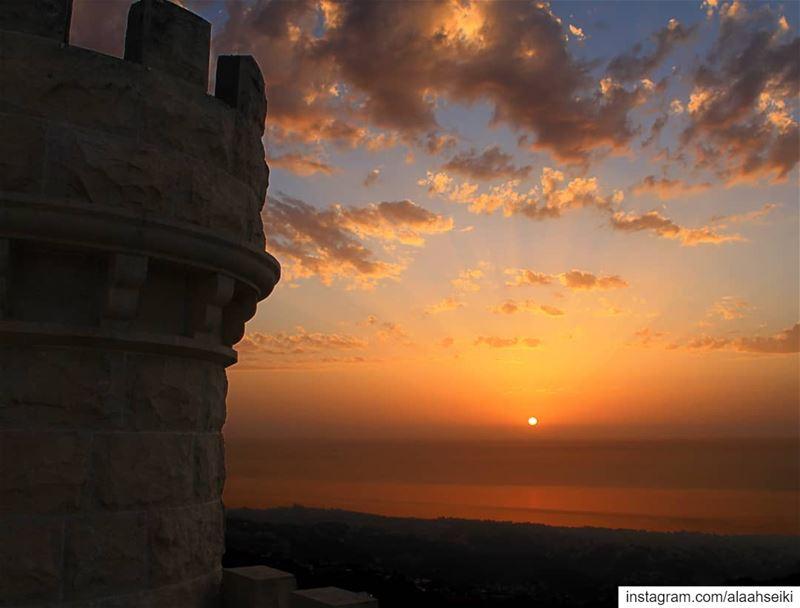 Dusk till Dawn 🌅... Hseiki Lebanon beirut nature photography sun... (Baïssoûr, Mont-Liban, Lebanon)