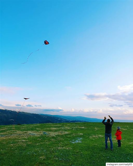 Fly me to the moon 🎈..... mountains instagood kids webstapick ... (Mount Lebanon Governorate)