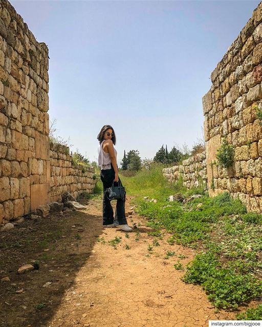 💁🏻♀️ shotoniphone ..... agameoftones ig_shotz master_shots ... (`Anjar, Béqaa, Lebanon)