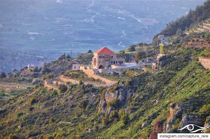 تعلّم أن تتأمل التفاصيل التي أمامك،تأمّل السّماء عند الغروب،تأمّل الفراشا (Jezzîne, Al Janub, Lebanon)
