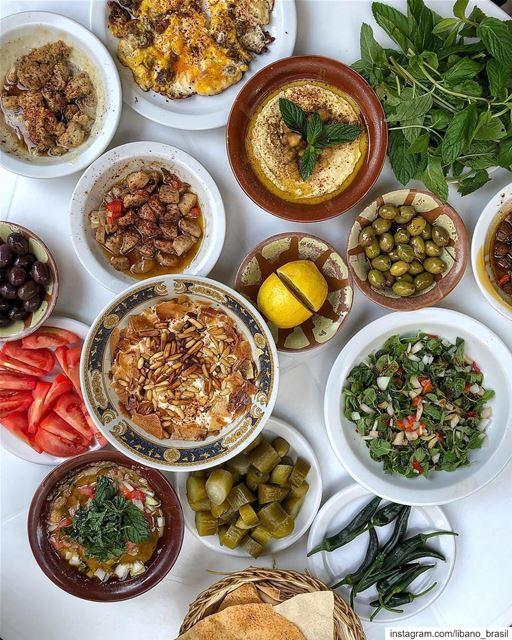 🇱🇧🇧🇷 Há cerca de 60 anos, o cozinheiro @rajikebbe prepara num lugar... (Beirut, Lebanon)