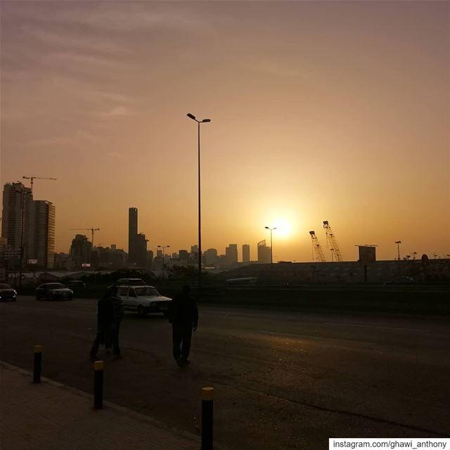 حلوة حتى بالغروب.. بيروت 💛_______________________________ sunset ... (Beirut, Lebanon)