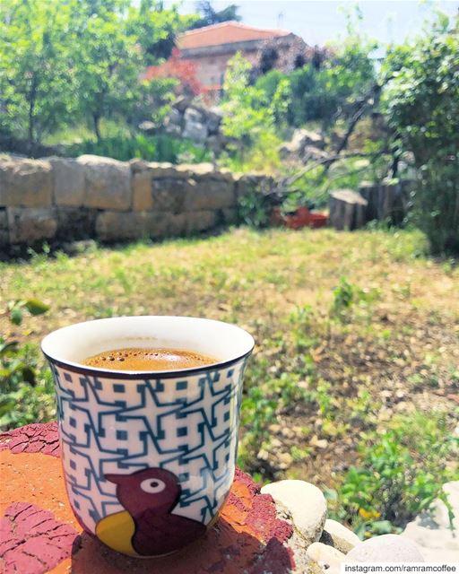 أنا لحبيبي وحبيبي إلييا عصفورة بيضا لا بقى تسألي 🕊☕️........ (Bikfaïya, Mont-Liban, Lebanon)