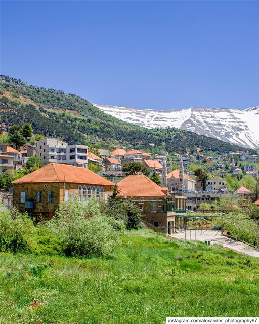 Spring in Lebanon - Baskinta village and the snow capped Mount Sannine 🇱🇧 (Baskinta, Lebanon)