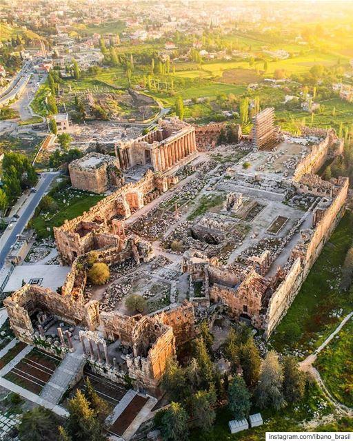 🇱🇧🇧🇷 As majestosas ruínas romanas de Baalbeck de um jeito como você... (Baalbek, Lebanon)