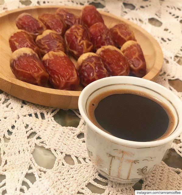 تقبل الله صيامكم و طاعتكم و اساقكم من اطيب قهوة...☕️🌙☕️🌙🌙☕️🌙🌙☕️.... (Ra'S Bayrut, Beyrouth, Lebanon)