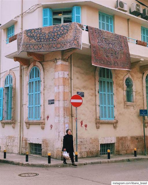 🇱🇧🇧🇷 O histórico e pitoresco bairro de Achrafieh, em Beirute, pelas... (Achrafieh, Lebanon)
