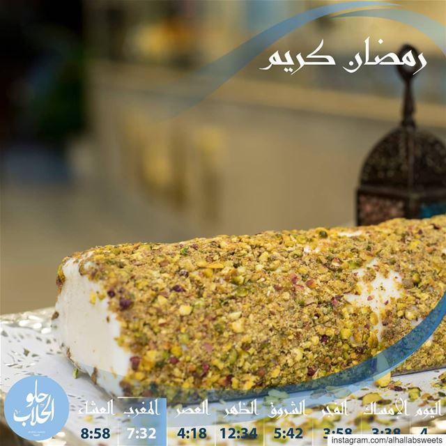 من بعد صيام طويل، ما في اطيب من بوظة قشطة رول مع فستق الحلبي وغزل البنات لن (Abed Ghazi Hallab Sweets)