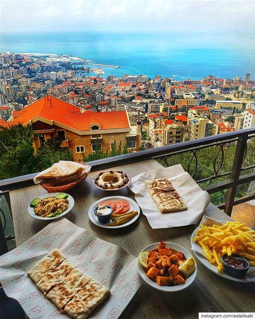 Essentials 😊🌞 (Harîssa, Mont-Liban, Lebanon)