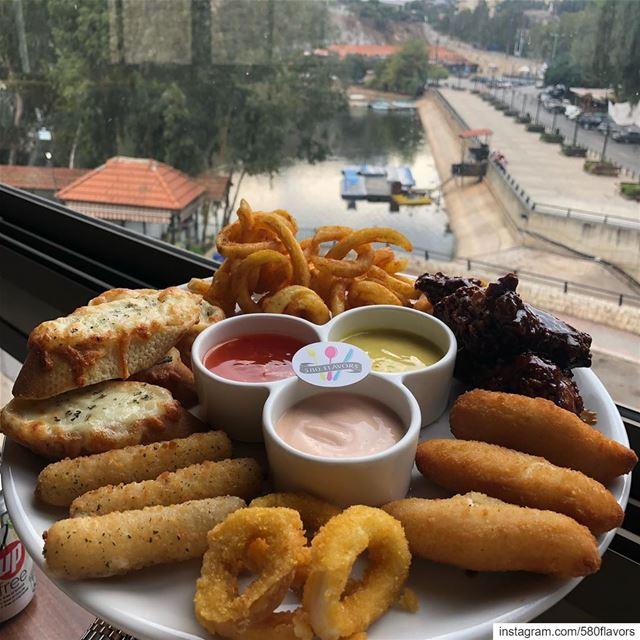 Combo platter for today's dinner 😍😋 @mondosrestaurant bnachii zgharta... (Mondo's resto-café)
