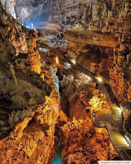 🇱🇧🇧🇷 A Gruta Jeita é uma das mais incríveis aglomerações de... (Jeita Grotto)