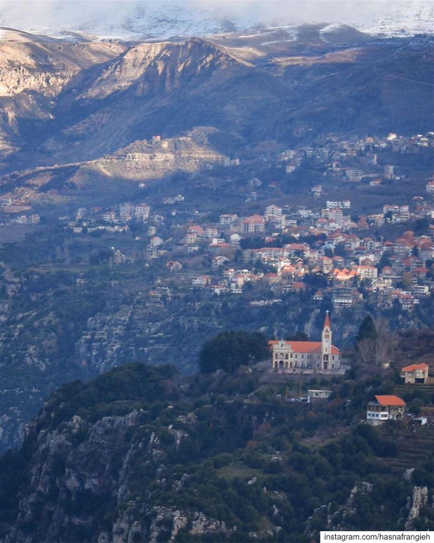 من على كتف وادي قنّوبينقال كلمته ومشىعلى دروب القديسينولبنان الحرّ بمَوت (Diman, Liban-Nord, Lebanon)