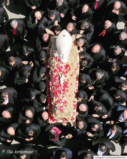 قررت البطريركية المارونية الحفاظ على هذا النعش الذي يعتبر تحفة فنية وعرضه ف (Bkerké)