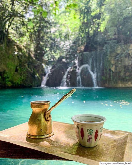 🇱🇧🇧🇷 Nada melhor do que um típico café libanês para começar o dia.... (Shallalat Al Zarka شلالات الزرقا)