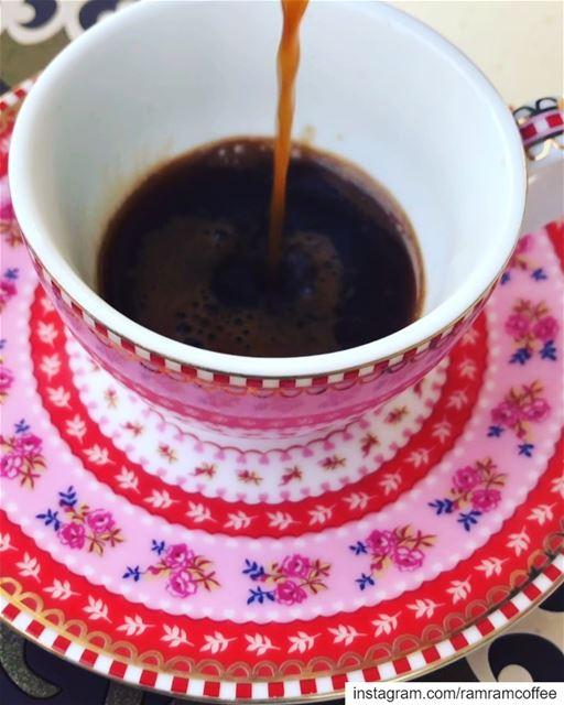 حب القهوة شفة شفة لما عينيك بتغليها.. ☕️🌸💓☕️🌸🌸💓☕️🌸🌸....