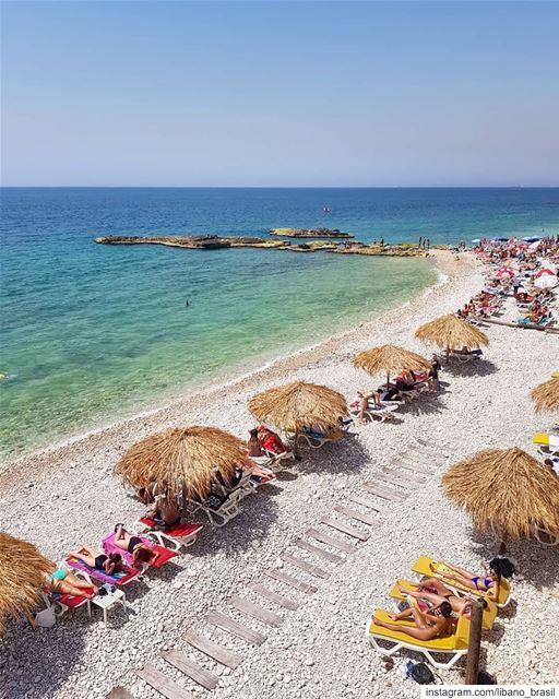 🇱🇧🇧🇷 Semana chegando ao fim e os libaneses começam a curtir as praias... (Batroûn)