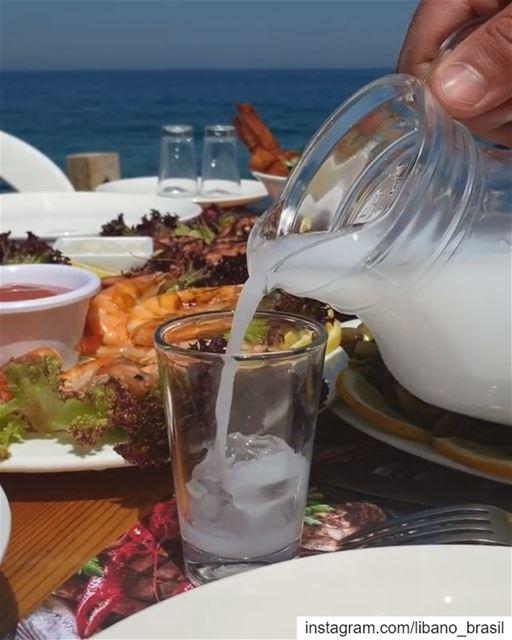 🇱🇧🇧🇷 Contagem regressiva para o verão com arak, frutos do mar e a... (Wassim 3al Ba7er)