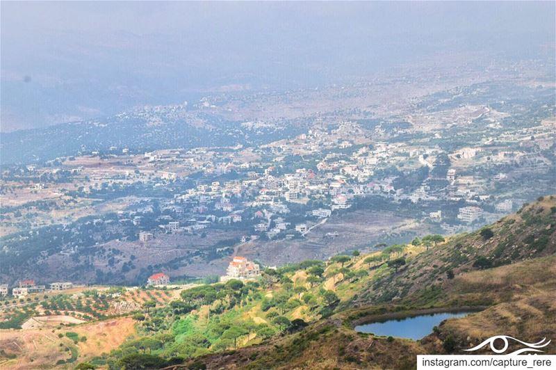 أن تتنفس فوق الماء بحرية أصعب بكثير من الاختناق بالعادات والتقاليد.صح أم خ (Falougha, Mont-Liban, Lebanon)