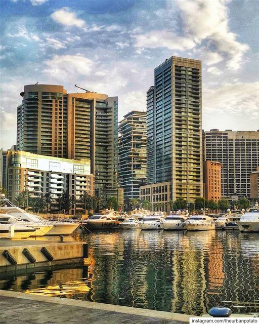 The golden hour in Beirut! How beautiful 🖤... (Zaitunay Bay)