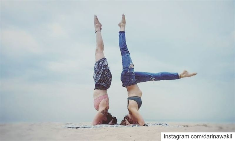 •Headstand variation•... beachlife beachaddict beachyoga spring2019...