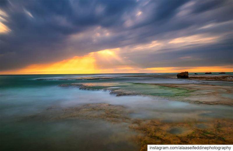The Sea is calling...ان البحر ينادي......📸@alaaseifeddinephotography... (Beirut, Lebanon)