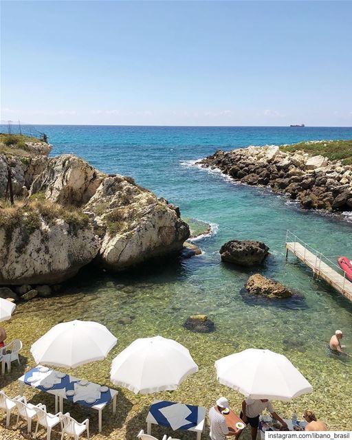🇱🇧 Pés na água, frutos do mar, comida típica libanesa e vinho local.... (Batroûn)