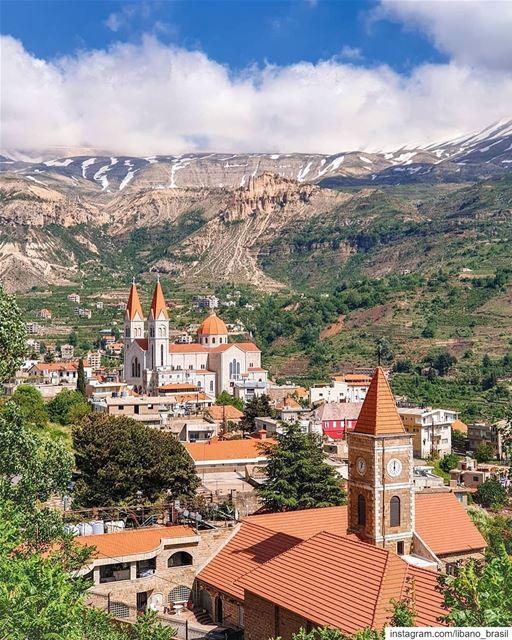🇱🇧 Cenário deslumbrante que inspirou a mente de um dos maiores poetas da... (Bcharreh, Liban-Nord, Lebanon)