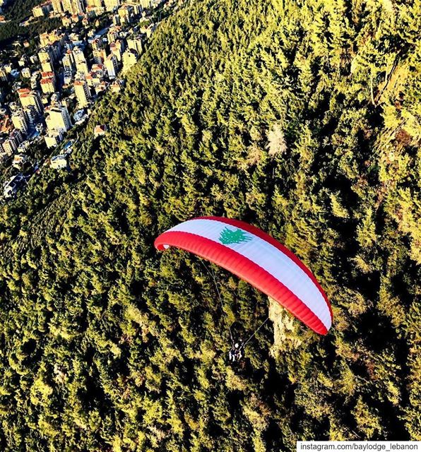 Repost @paraglidingclubthermique・・・ لبنان_الاخضر We love you 🇱🇧🇱🇧🇱 (Harîssa, Mont-Liban, Lebanon)