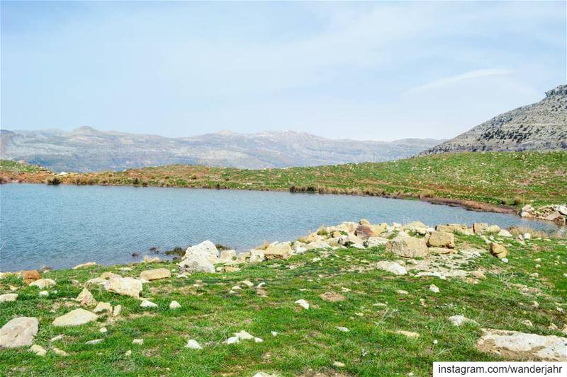 C'est le vent, doucement qui se lèveEt me réveille, Le bleu de l'eauSi... (Hrâjel, Mont-Liban, Lebanon)