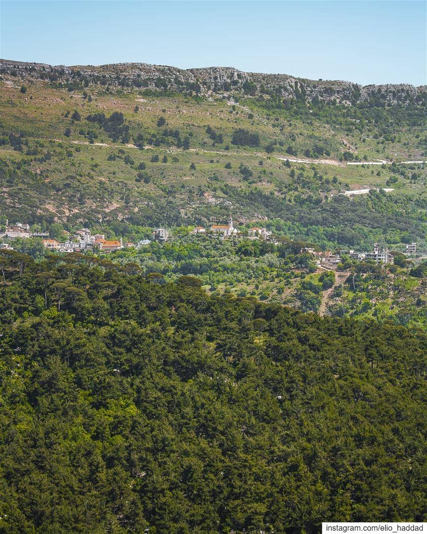 Good Morning 🌄 LiveLoveRoum Roum LiveLoveLebanon Mountains Mountain ... (Roûm, Al Janub, Lebanon)