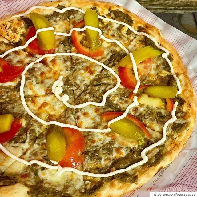Lebanese pies kafta foodtruck foodie foodies foodiesofinstagram ... (Sarba Kaslik Liban)
