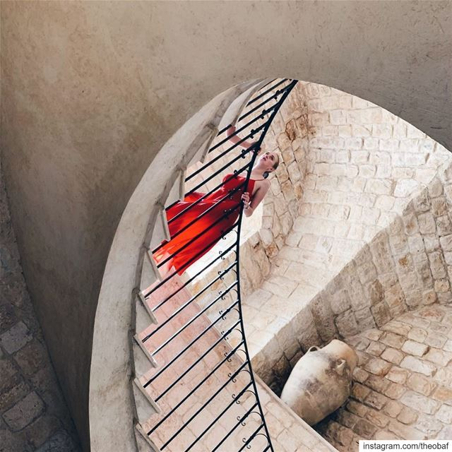𝓁𝒶𝒹𝓎 𝒾𝓃 𝓇𝑒𝒹..... livelovearchitecture stairsdesign ... (Ixir Winery)