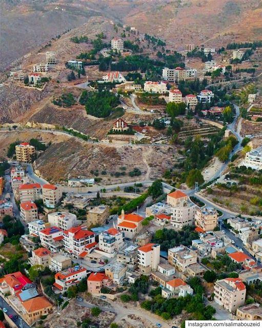 زحلة، يا جارة الوادي ومدينة الشعر والخمر وبيوتك الجميلة ❤ 🏘-------------- (Zahlé, Lebanon)