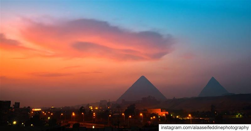 كأنها الكوكب الدري في الافق.Ask Google about the English translation 😂.... (The Great Pyramid of Giza, Cairo, Egypt)