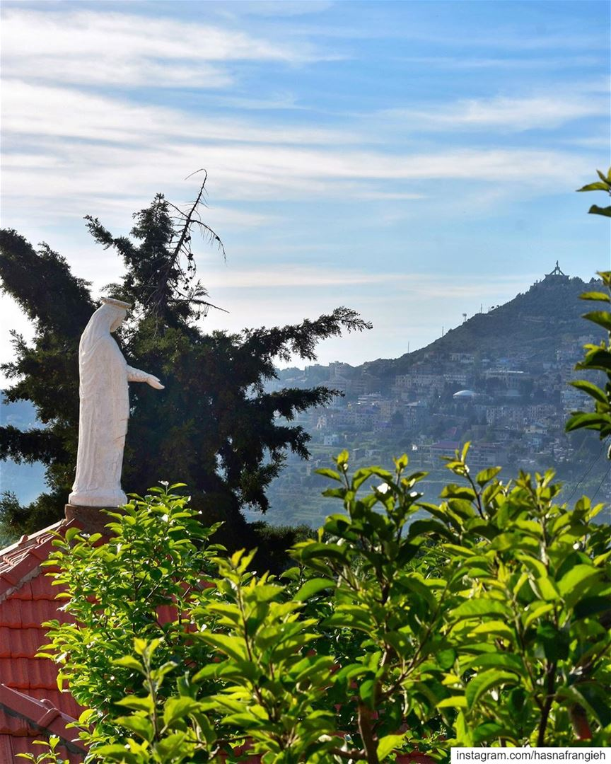 في ختام الشهر المريميمن بقوفا إهدن ترتفعُ الصلوات لتتبارَك بِشفاعَة أمّنا (Ehden, Lebanon)