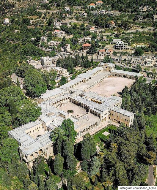 🇱🇧🇧🇷 Beiteddine, que quer dizer 'Casa da Fé' (Beit-el-Dine), é o nome... (Beit Ed-Deen, Mont-Liban, Lebanon)