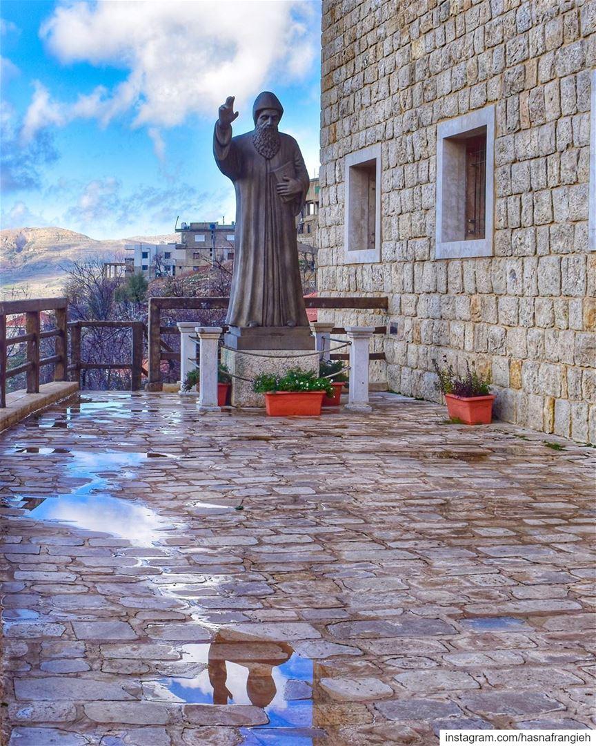 يا قديس لمن عِنّا يا شربل صلّي عَنّا 🙏🏻♥️🕯... (Bekaa Kafra)