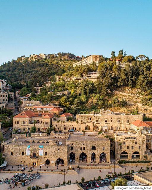 🇱🇧🇧🇷 Deir El-Qamar é a joia do Monte Líbano e antiga capital do país... (Dayr Al Qamar, Mont-Liban, Lebanon)