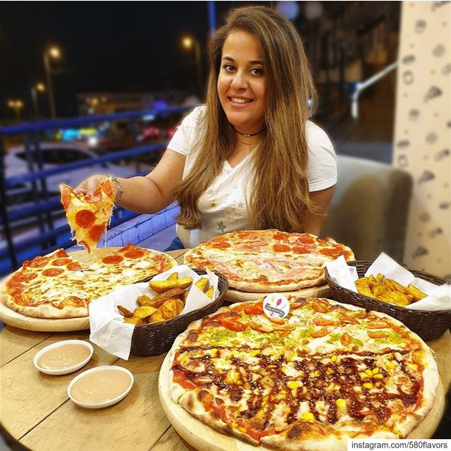 Pizza everyday 🍕🍕 @pizzeriamammamialb ... 580flavors livelovefood ...