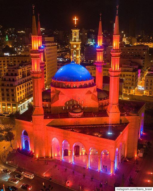 🇱🇧🇧🇷 Para celebrar a data do calendário islâmico que marca o fim do... (Downtown Beirut)