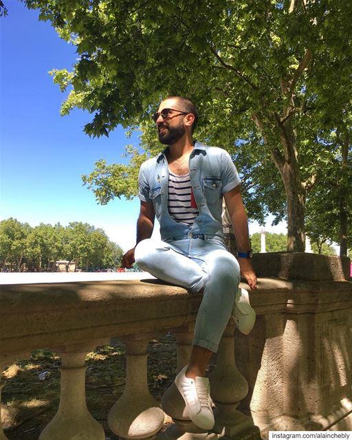 Smiling at the sun ______________________________________ LibanaisÀBorde (Quinconces - Bordeaux Centre)