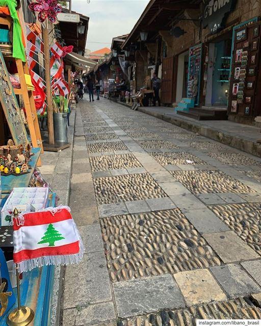 🇱🇧🇧🇷 Passeio matinal pelas ruas antigas do souk de Byblos pelas lentes... (Byblos, Lebanon)