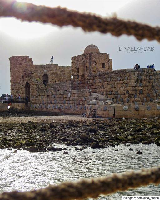 🏰🌊هناك إحتمال أن الجزيرة التي بُنيت عليها القلعة كانت في الأصل موقع قصر... (Saïda, Al Janub, Lebanon)