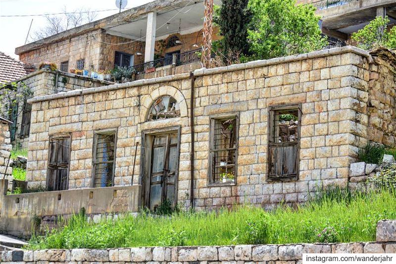 Standing still 💚 lebstory lebanontraveler lebanonbyalocal ... (Beqaa Governorate)