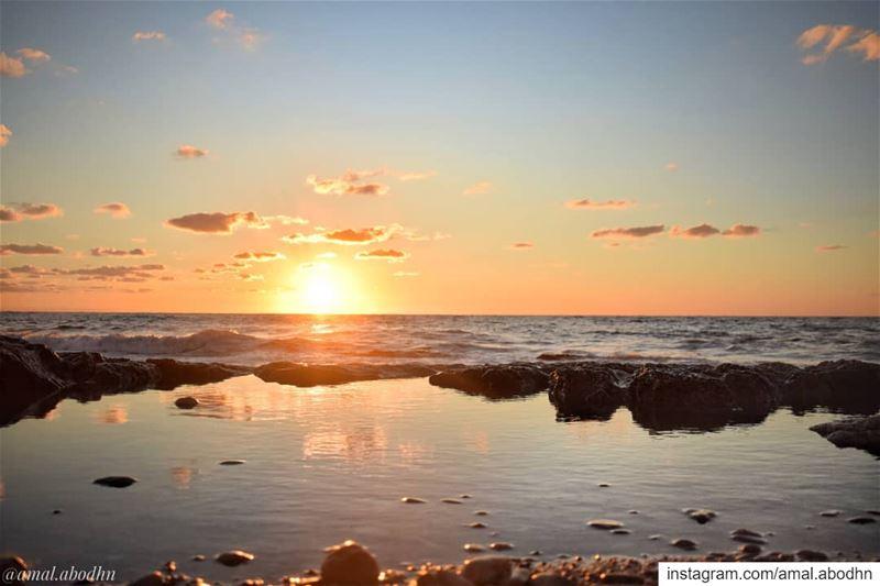 جمالُ بحرك يا بيروت يُذيب الشمس حتى..! 🌇 ..... lebanon photography ...