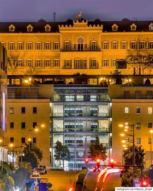 🇱🇧🇧🇷 As noites tem um encanto especial em Beirute, principalmente... (Downtown Beirut)