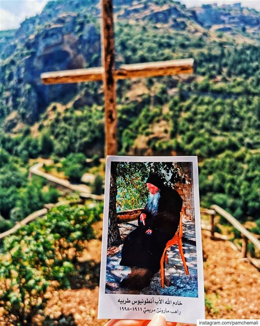 أبونا_أنطون... Get to know him better and u'll be able to read many life... (Deir Mar Lichaa Kanoubine)