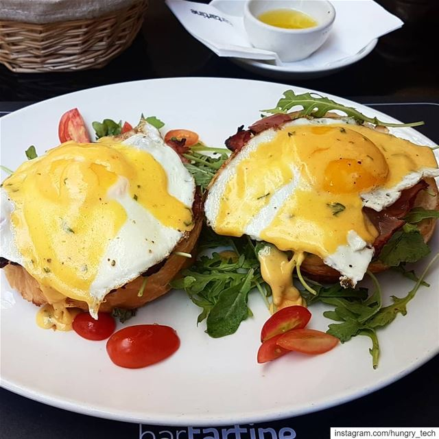 What's better than Eggs Hollandaise? 😋 brunchcravings............ (Bar Tartine)