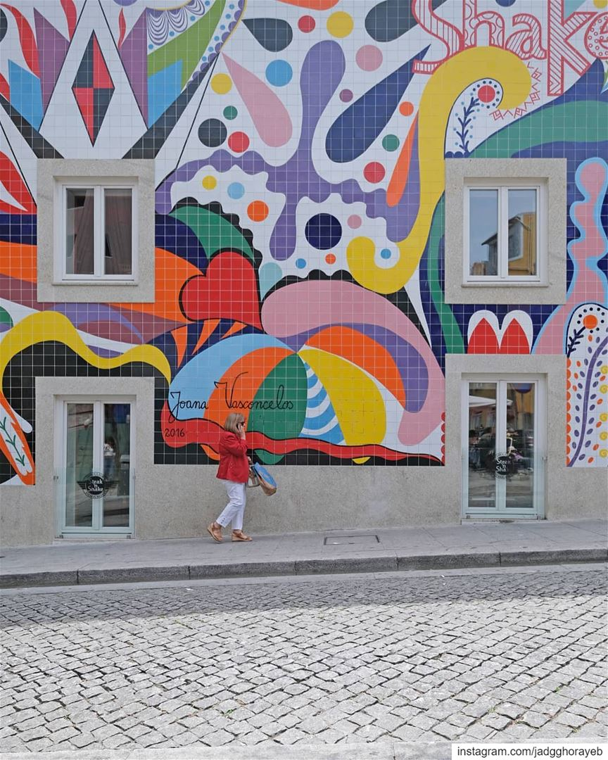 ~ Thanks for the photobomb 🚶♀️ ❤️ ~... azulejos tiles Porto ... (Porto, Portugal)